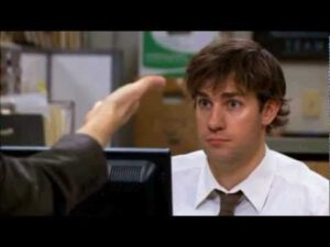 Klasik koşullanma deneyinin işe yaradığını gören Jim...